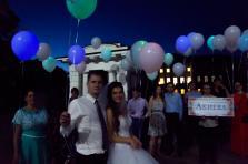 Запуск светящихся шаров на свадьбу