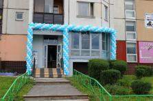 Оформление воздушными шарами фасада к открытию офиса продаж в Люблино. Гирлянда.
