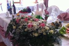 Цветы и ткани на стол молодых