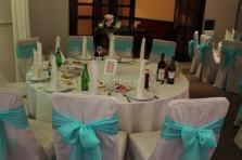 Оформление стола и стульев тканью