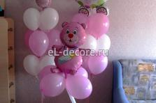 оформление воздушными шарами комнаты к встрече из роддома для девочки. 2 фонтана+ Мишка на ножке