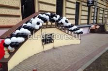 Украшение воздушными шарами салона красоты в черно белом стиле на Кутузовском пр-те.
