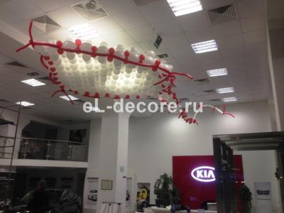 Воздушный змей из шаров для презентации автомобиля