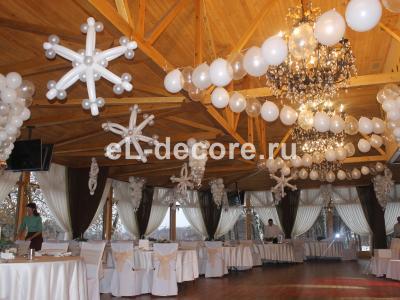 Оформление шарами на Новый год.