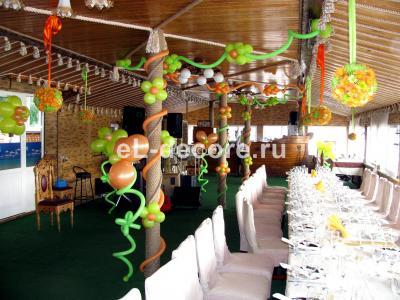 """Украшение шариками летней веранды в ресторане """"Порт Франко"""""""