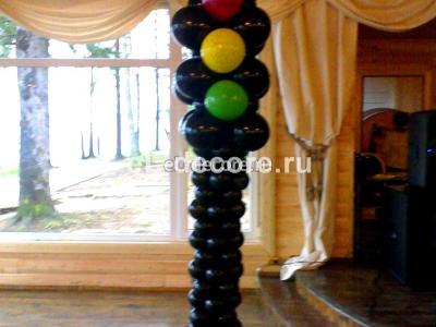 Светофор из воздушных шаров