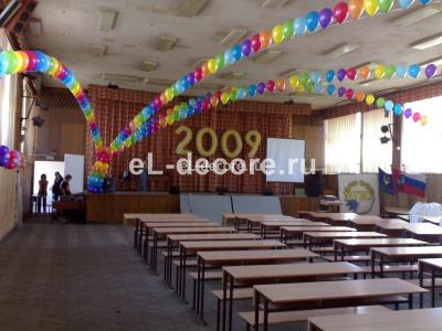 Украсили воздушными шарами выпускной в МГИУ