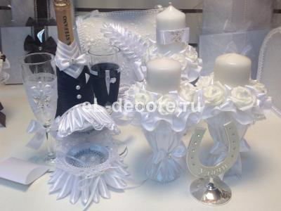 Белый комплект на свадьбу: семейный очаг, банк, бокалы, шампанское, свидетельство