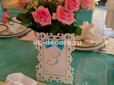 Нежный букет роз на стол гостей
