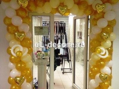 Оформление воздушными шарами в виде арки бутика в Сокольниках