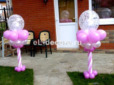 Стойки из воздушных шаров для уличного оформления площадки за городом