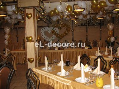 """Свадьба в ресторане """"Хижина"""". 70 гелиевых шаров пот потолок. 2 сердца"""
