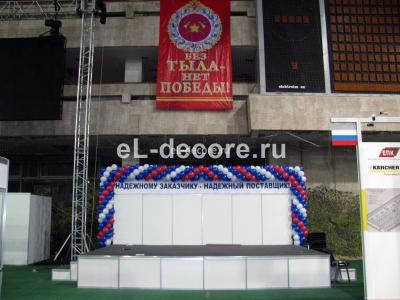 Оформление воздушными шарами военной выставки.