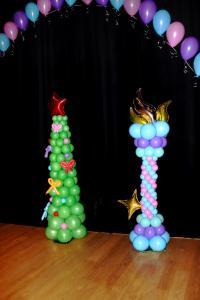 Оформление шарами сцены на Новый год