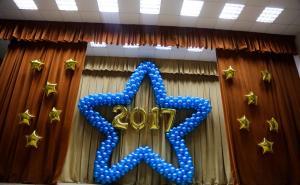 Оформление шарами школы на выпускной