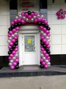 Оформление салона маникюра шарами. Арка из шаров на вход